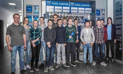 Dreizehn Schüler erforschten Berufsbilder bei PFERD